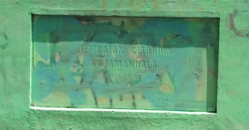 Plakat Jembatan Citarum lama di Cihea